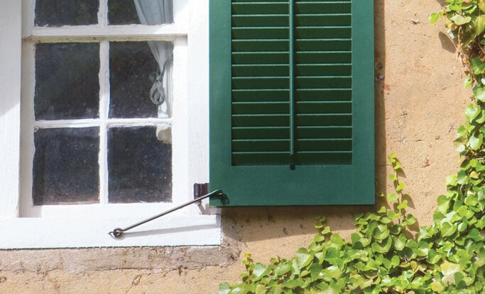 Timberlane offers tilt rod and mouse hole options for both functional and decorative louver style shutters